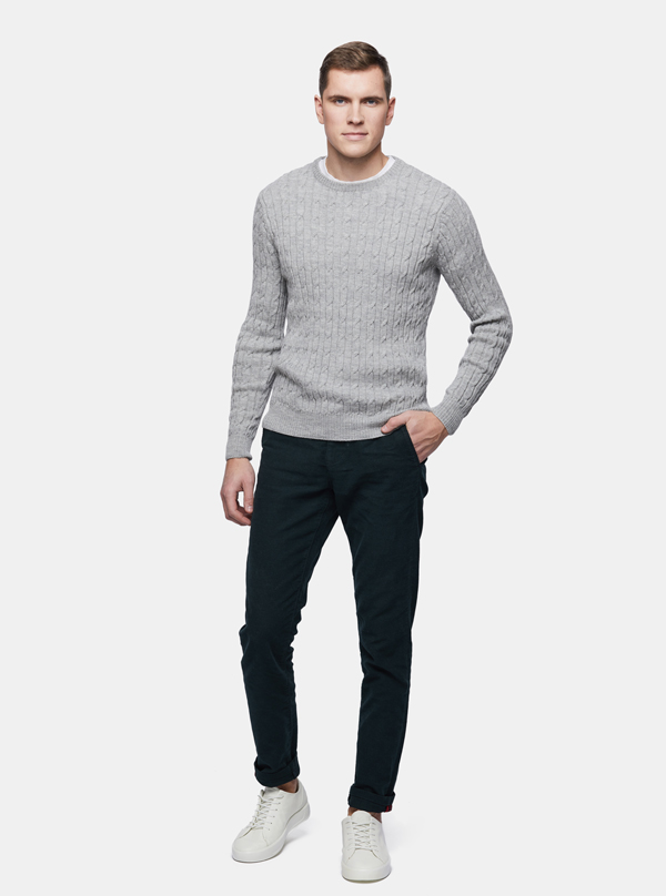Cable-Sweater-SILVER-Men-in-Studio-grey-PORT-web